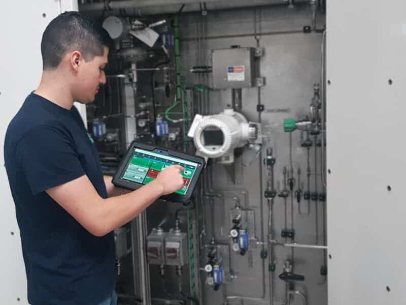 ASaP engineer holding aim tablet to control LNG sampler