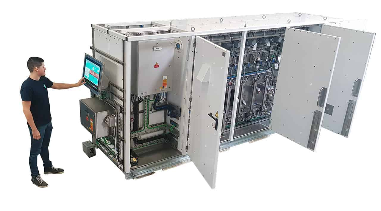 LNG Sampler predictive maintenance and operation with AIM tablet and engineer
