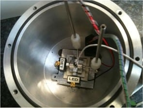 Physical property analyzers vacuum chamber including measuring cell